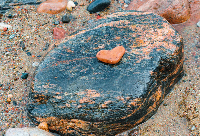 stone heart, sea stone red on black