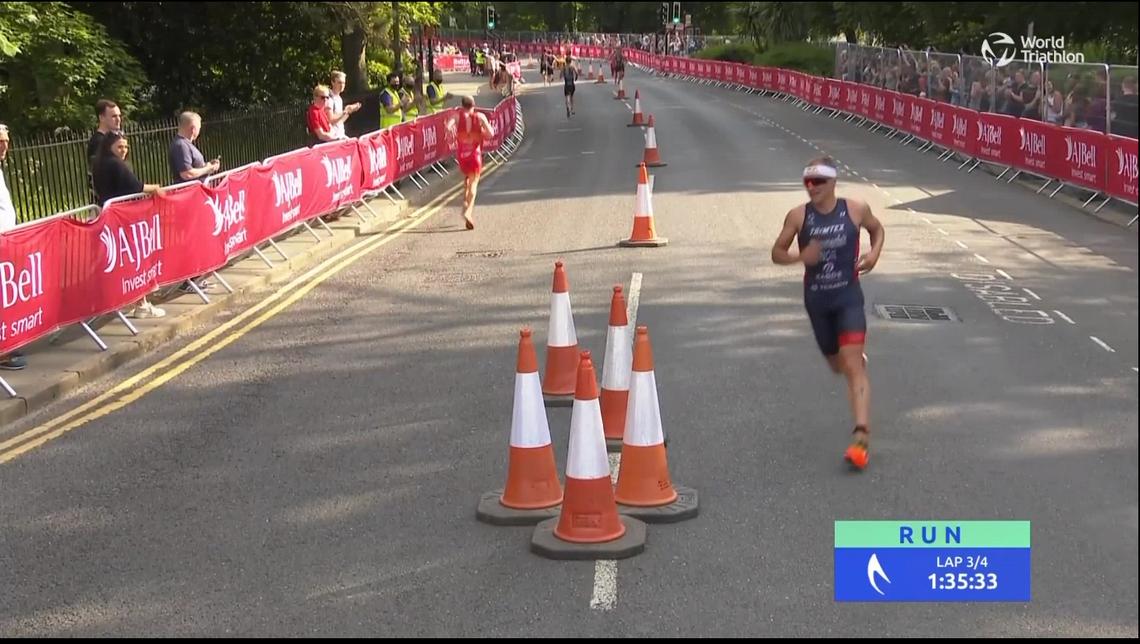 Det er på siste del av løpingen at Kristian Blummenfelt må slippe en del konkurrenter i fra seg. (Skjermprint fra Triathlonlive.tv)