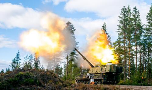 Hærens og Brigade Nords nye artilleri K9 er med på øvelsen og skal for første gang brukes i Finnmark.
