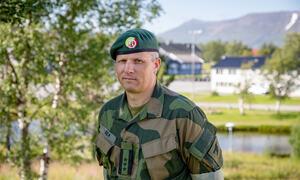 Tomas Beck er sjef for Finnmarklandforsvar. Skarpskytingsøvelser er en svært viktig arena for Forsvaret og Hæren. Øvelser som dette stiller store krav til sikkerheten og er viktig for hele systemet slik at avdelingene kjenner til prosedyrer og sikkerhetsb