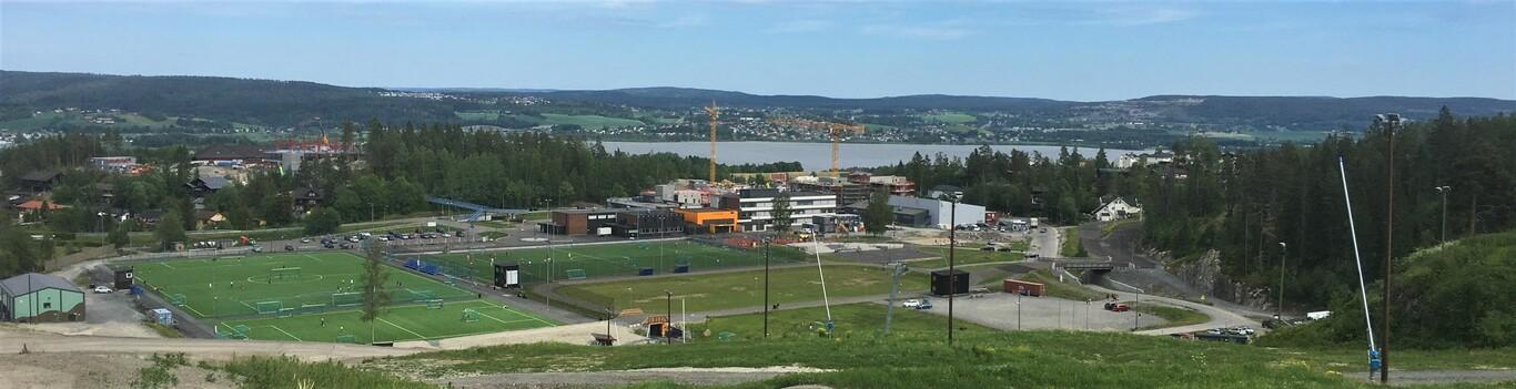 Fjerdingby sentrum sett fra Marikollen alpinbakke - langt bilde