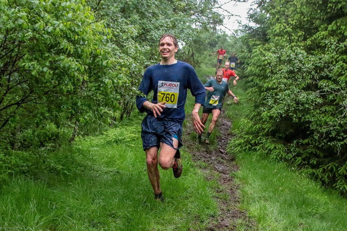 Gard Olav  Langeland løper gjennom det siste og våteste partiet i løypen, og nærmer seg mål. (Alle foto: Arne Dag Myking)
