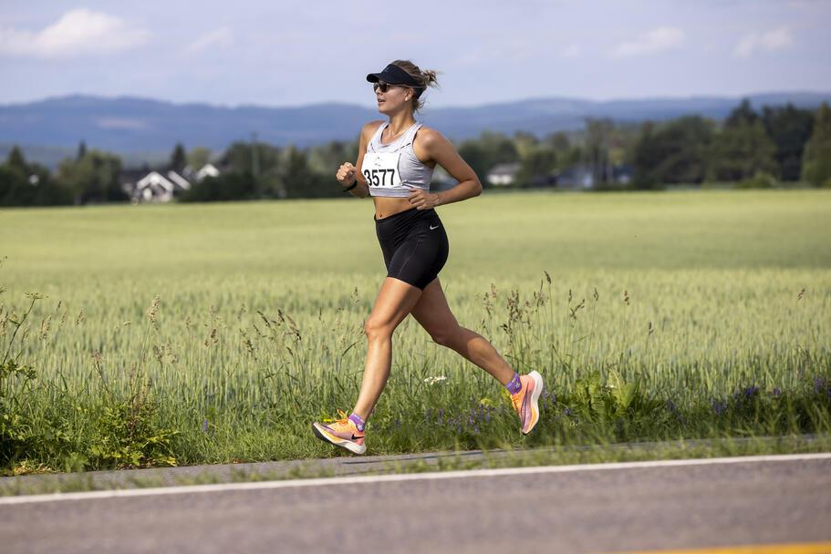 Ida Slorafoss fra Kongsvinger og Romerike Ultraløperklubb ble nummer to på halvmaraton på 1.39.23.