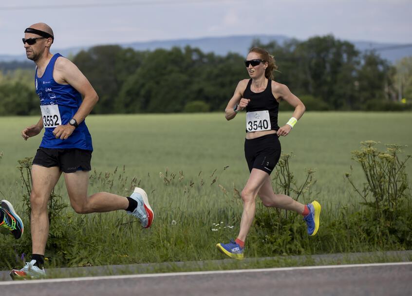 Kjersti Christina Moody fra Årvoll og Romerike Ultraløperklubb vant halvmaraton på 1.36.43.