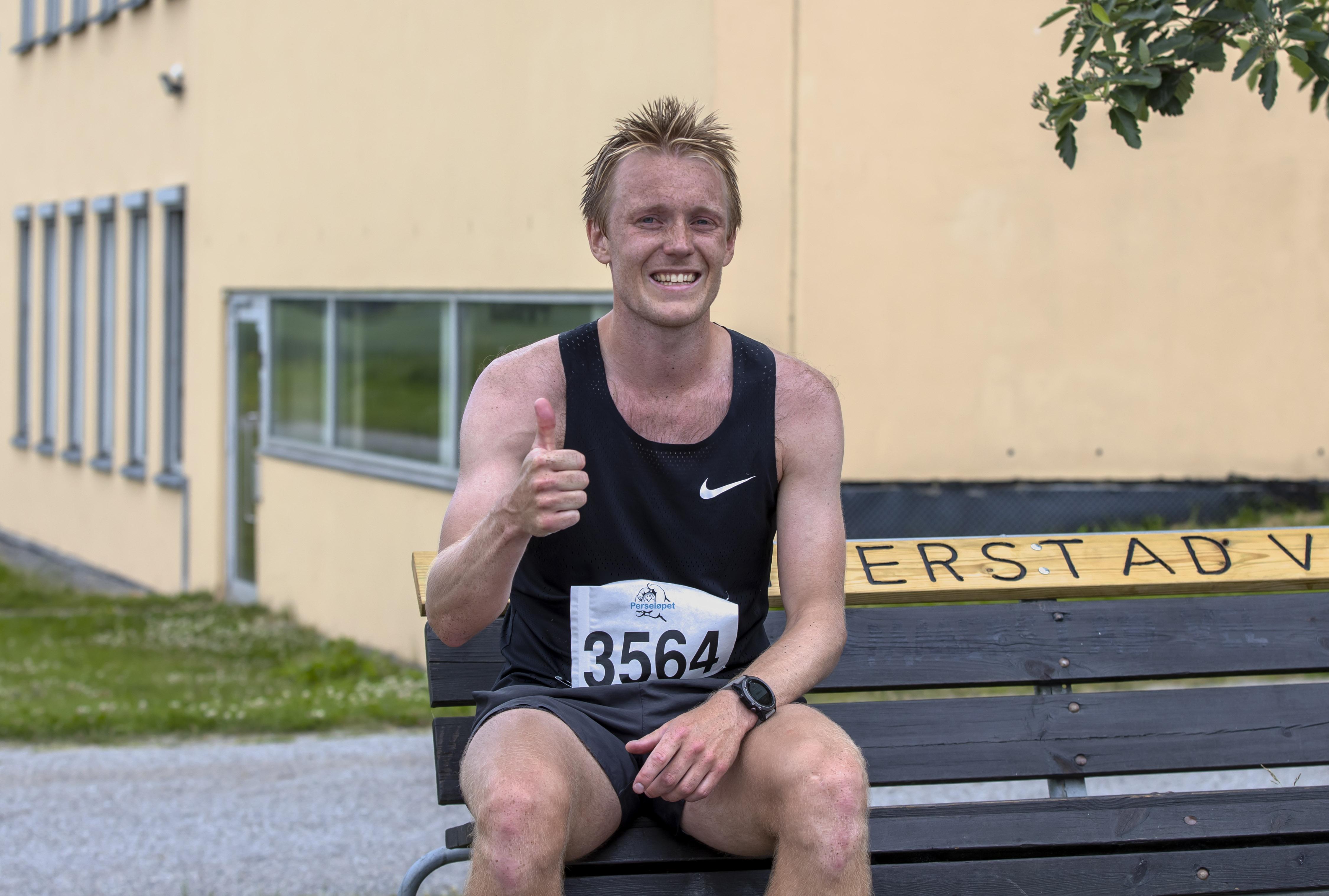 Perseløpet 4 juli 2021 - Magnus Løndal fra Lillehammer debuterte på maraton med å vinne hele greia - på tiden 2.49.30.jpg