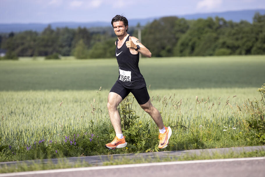 Tommel opp også fra Joakim Thon Christie fra Langhus som ble nummer to på maraton med 2.53.06.