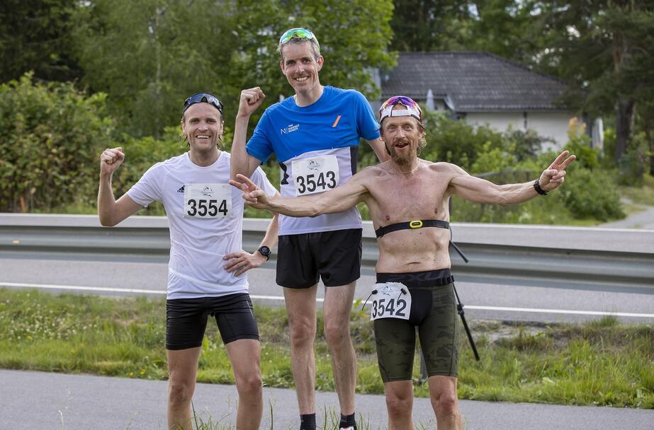 De tre beste på halvmaraton - fra venstre Magnus Øren (1.21.27) - Jarle Jakobsen (1.19.19) - Kjell Vegard Opheim (1.21.14).