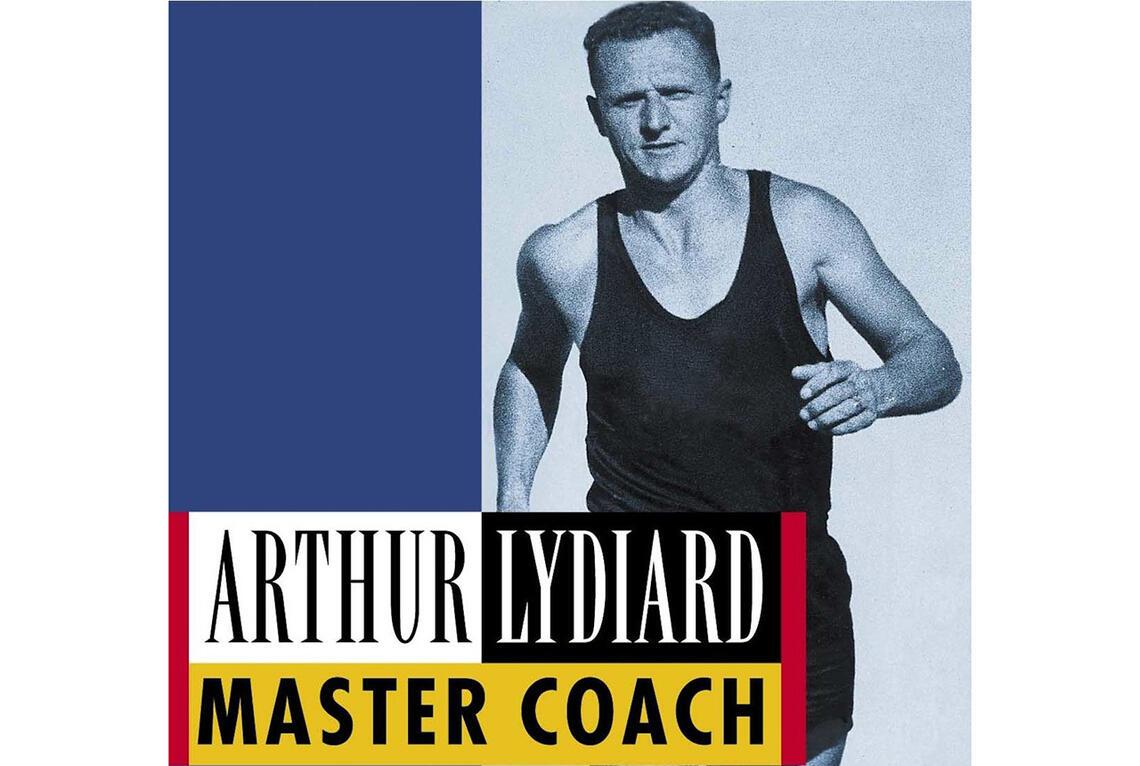 Arthur Lydiard (1917 - 2004) var en løper og løpetrener fra New Zealand som på 1960-tallet ble banebrytende og legendarisk ved å revolusjonere datidens treningsfilosofi. (Foto: faksimile av Garth Gilmour sin biografi om Lydiard)
