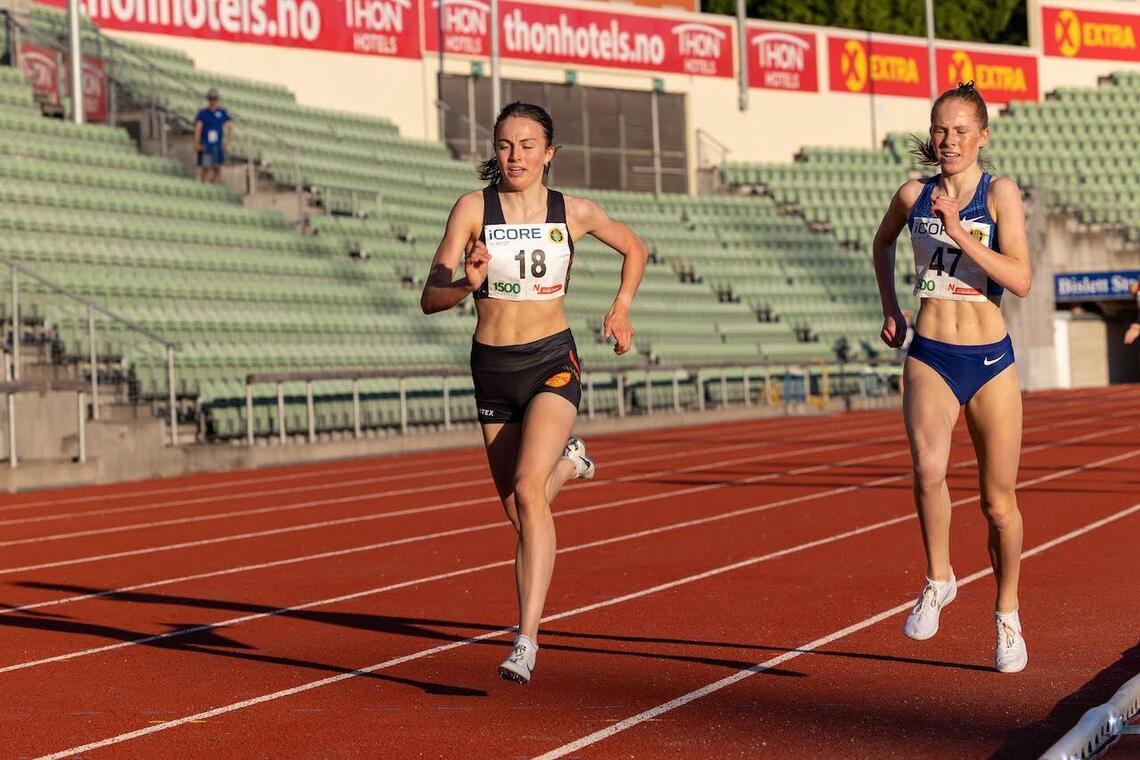 Ingeborg Østgård (18) og Ina Halle Haugen (47) er norske finalekandidater under U20-EM og fine representanter for alle de gode løperjentene som Norge har nå. (Foto: Samuel Hafsahl)