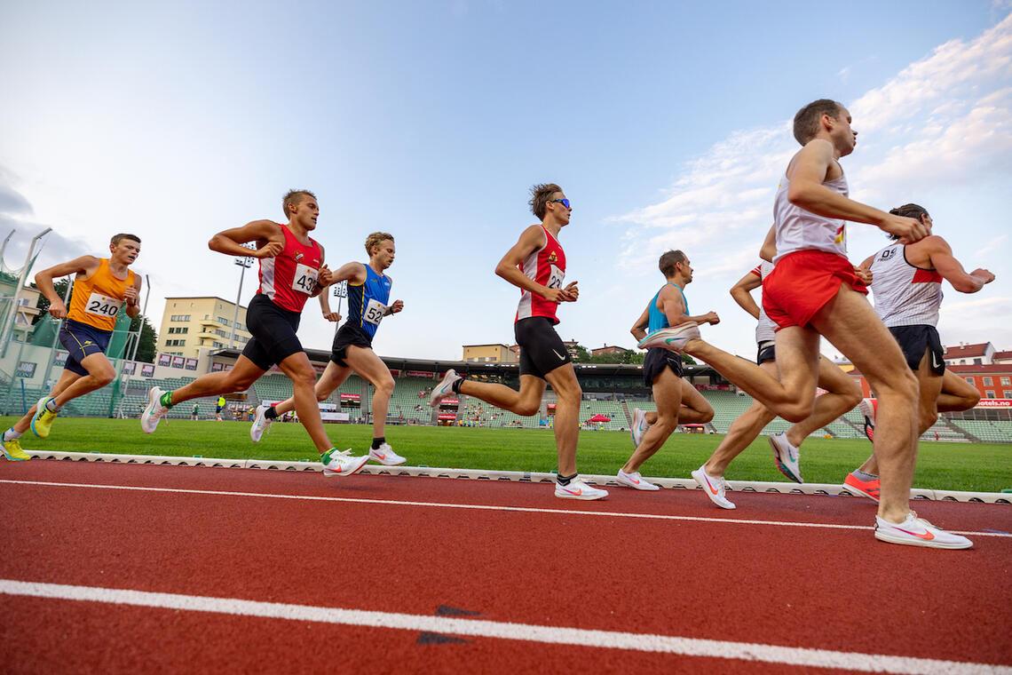 Det ble nok en fin kveld med friidrettsstevne på Bislett Stadion. (Foto: Samuel Hafsahl)