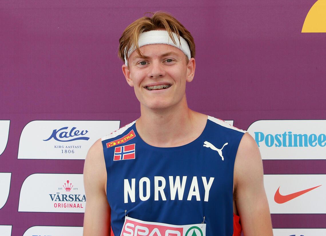 Ole Jakob Solbu tok 2. plassen i sitt heat og kvalifiserte seg dermed direkte videre til lørdagens semifinale på 800 m. (Foto: Kjell Vigestad)