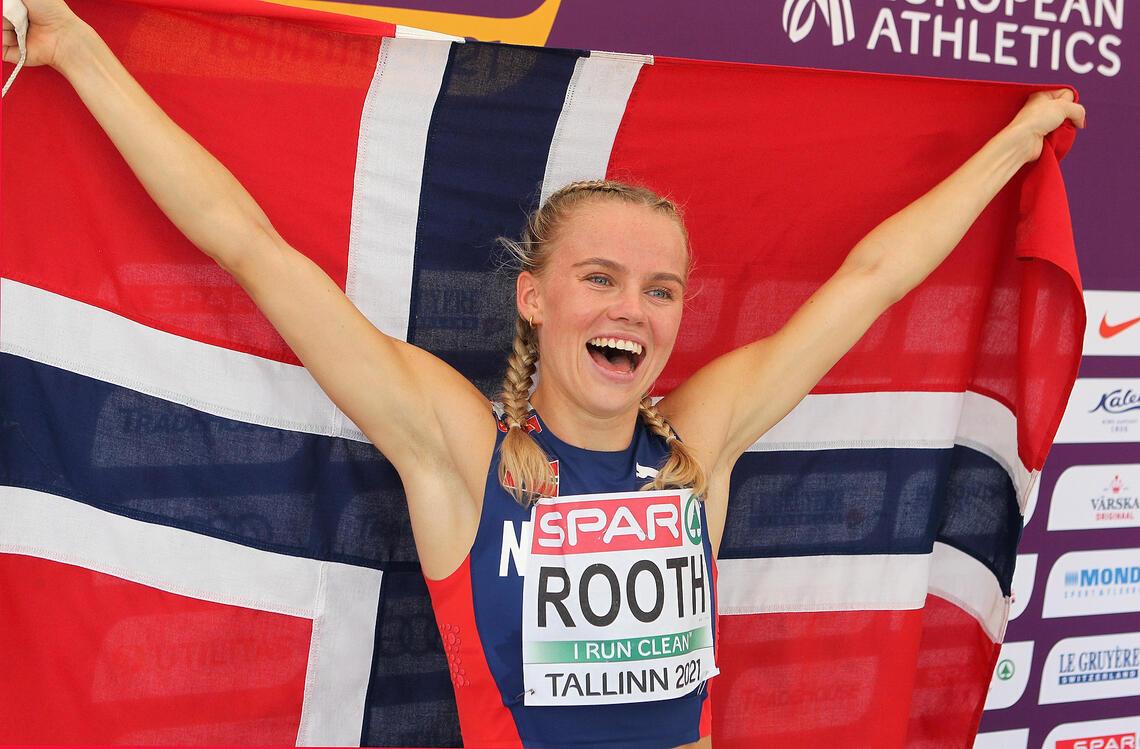 Norsk gull: Andrea Rooth jubler etter seieren på 400 m hekk. (Foto: Kjell Vigestad)