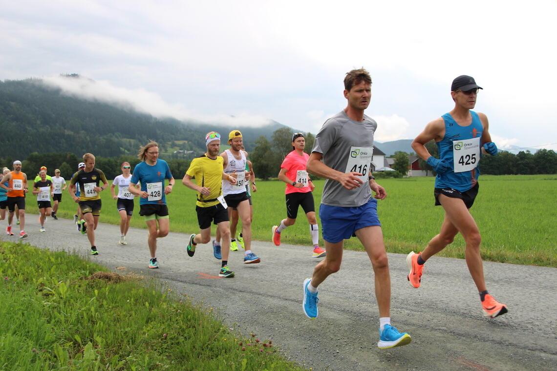 Starten har akkurat gått for sekstimersløpet i Meldal. (Foto: Arrangør)