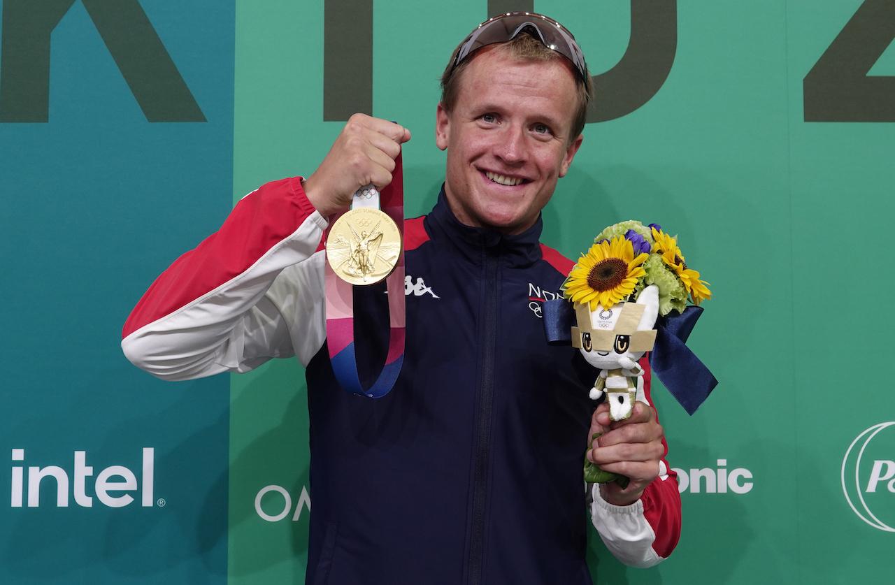 Kristian-Blummenfelt-med-medalje-Geir Owe Fredheim 2.jpg