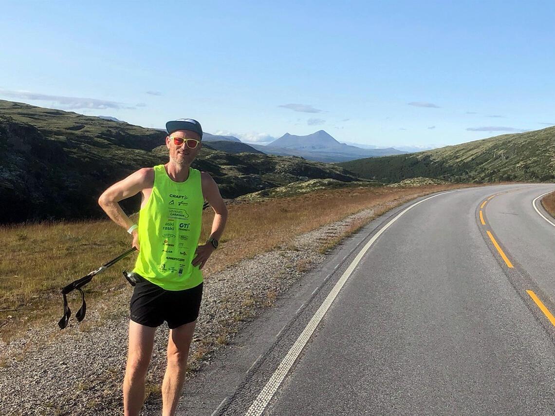 Simen Holvik på vei fra Nordkapp til Lindesnes. (Foto: simenpaalangs.no)