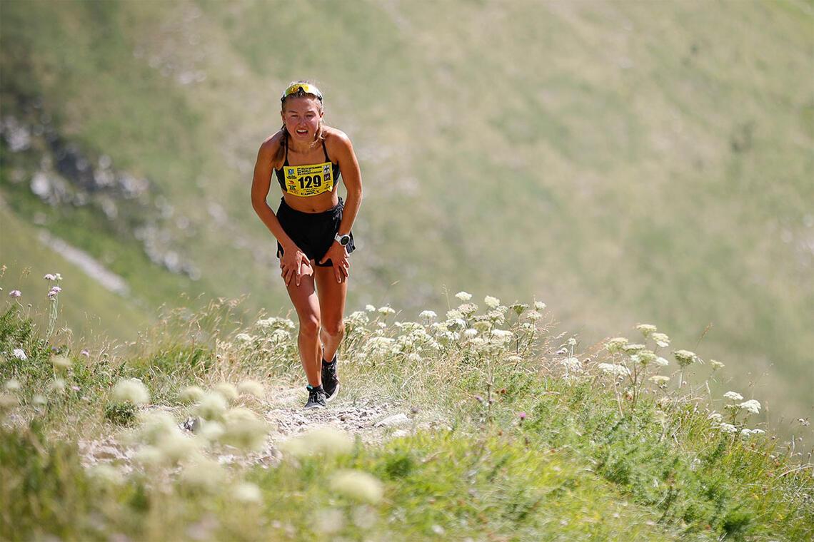 Ida Waldal vant begge distansene i Skyrace-VM. Her er hun på veg mot mål i vertikal-løpet. (Foto: Discover Abruzzo)