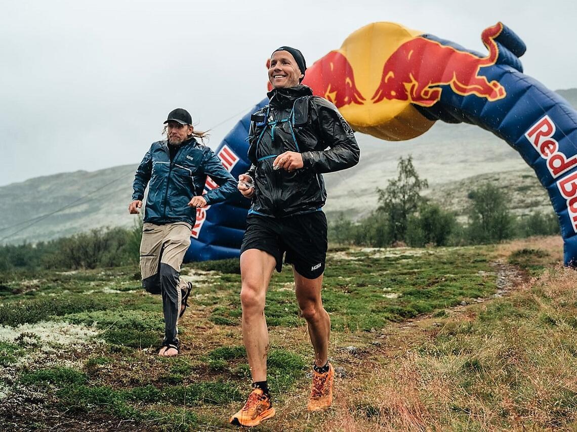 Didrik Hermansen passer starten på 50 miles ved Dørålseter. (Foto fra løpets facebookside)