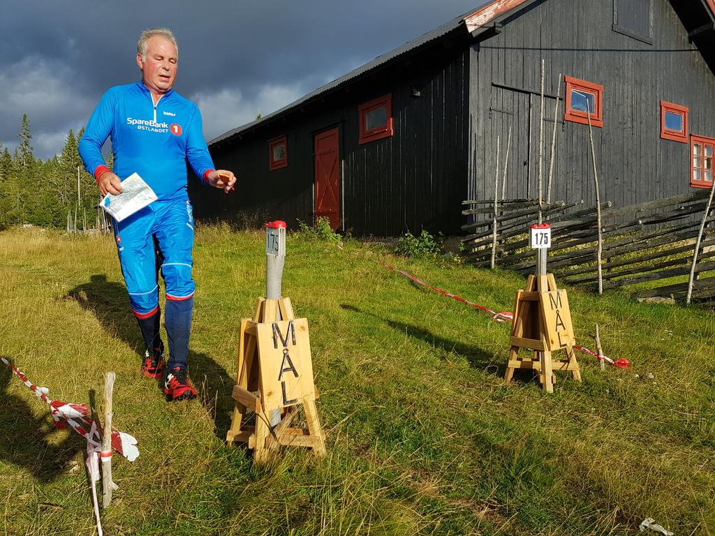 Jon Bjørnstad mot mål.jpg