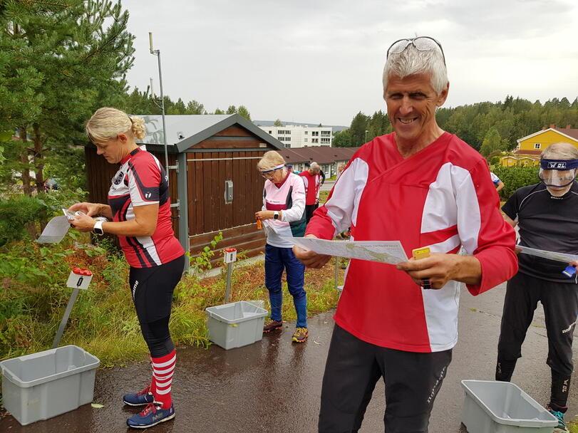 Unn Mette Klopbakken og Torleif Finstad gj¢r seg klar til start