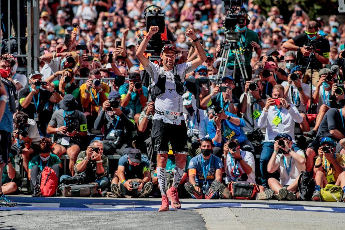 François d'Haene ble tatt imot som en helt da han ble den første til å vinne UTMB fire ganger. (Foto: UTMB, Laurent Salino)