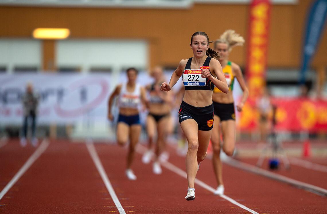 Ingeborg Østgård leverte en uimotståelig spurt og tok sitt første gull i et senior-NM. (Foto: Samuel Hafsahl)