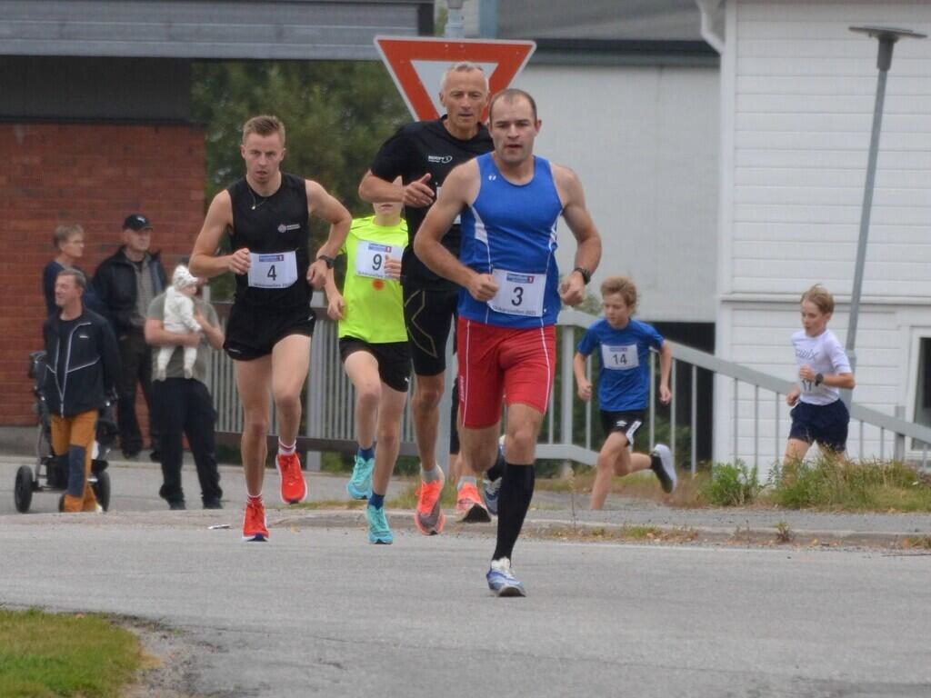 Henrik Nilsson dro rett fra feltet fra start og vant med 2.40 minutts margin. (Foto: Janne Slorafoss)