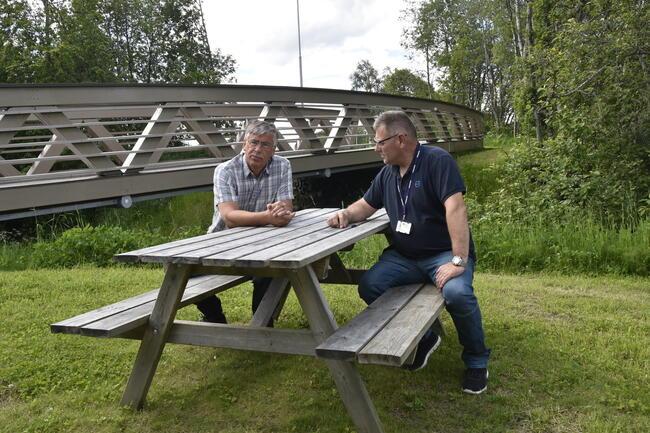 Orklaparken fikk Trøndelag fylkeskommunes tilgjengelighetspris for 2020. Ordfører Oddbjørn Bang og prosjektleder Ivar Lillery er begge glad for prisen, men også for at turveien blir mye brukt.
