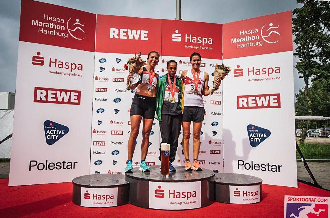 Gadise Tulu fra Etiopia (midten) vant med Camilla Elofsson fra Sverige (til venstre) på andre- og Marianne Dønnem fra Norge på tredjeplass. (Foto: Sportograf)