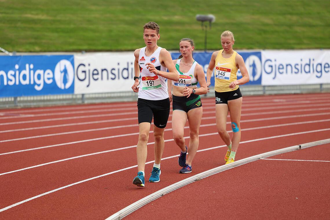 Magnus Græsli går her i front, mens Siri Gamst Glittenberg og Maren K. Bekkestad henger i ryggen hans. Dette var tet-trioen i kappgangøvelsen i NM. (Alle foto: Samuel Hafsahl)