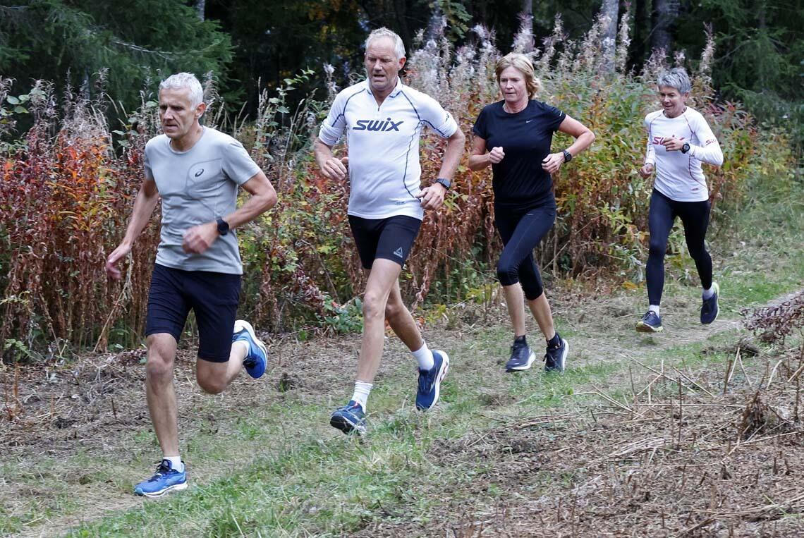 Per Martin Johansen, Roar Mikkelsen, Hege Skari og Torun Ølstad startet samtidig, holdt stor fart under løpet og fulgte hverandre tett nesten til mål.