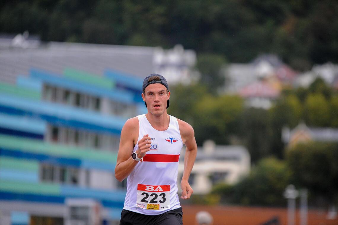 Karl Fremstad tok initiativet fra start og vant 5 km. (Alle foto: Arne Dag Myking)
