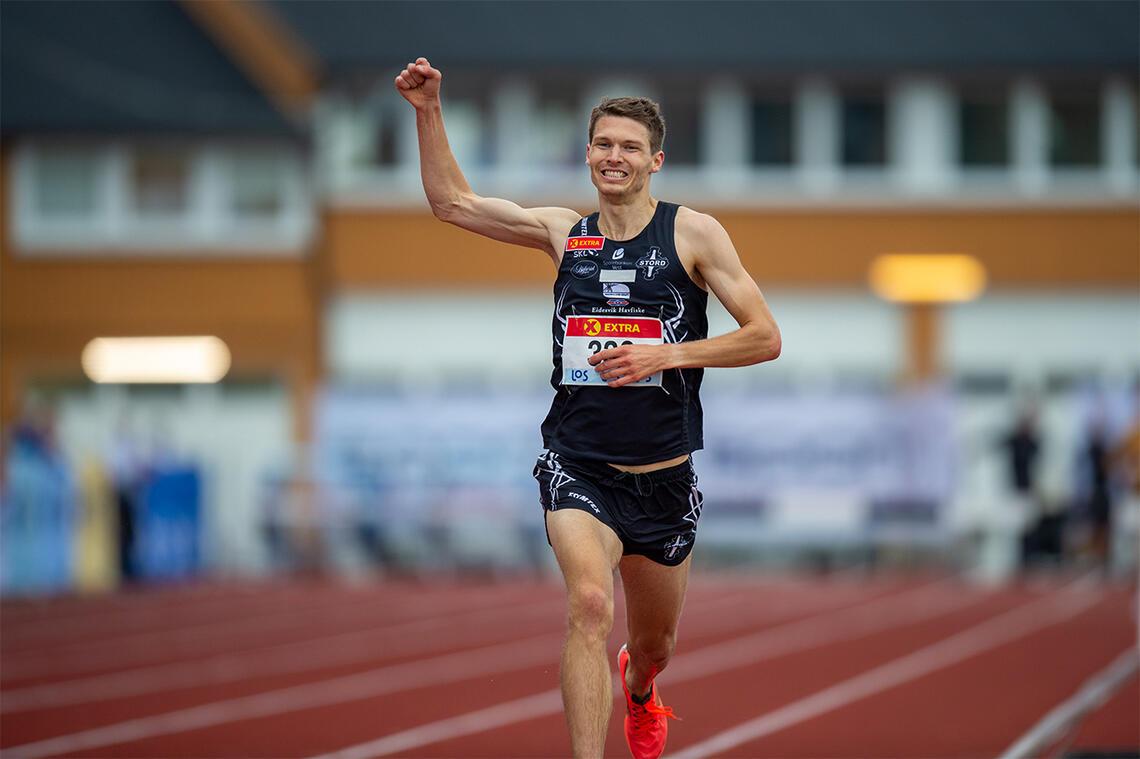Tom Erling Kårbø fikk en kort, men veldig god hindersesong. Her jubler han for NM-gullet. (Foto: Samuel Hafsahl)