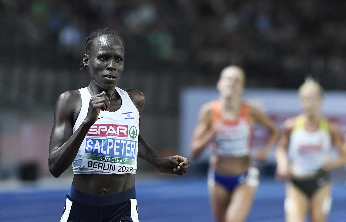 Lonah Chemtai Salpeter som tok EM-gull på 10 000 m i 2018, hang lenge med i tetgruppa på maratonløpet i OL, men sjøl om hun fikk det veldig tungt i varmen, gav hun seg ikke. I stedet løp hun inn til 2.48.31 og 66. plass. (Foto: Bjørn Johannessen)