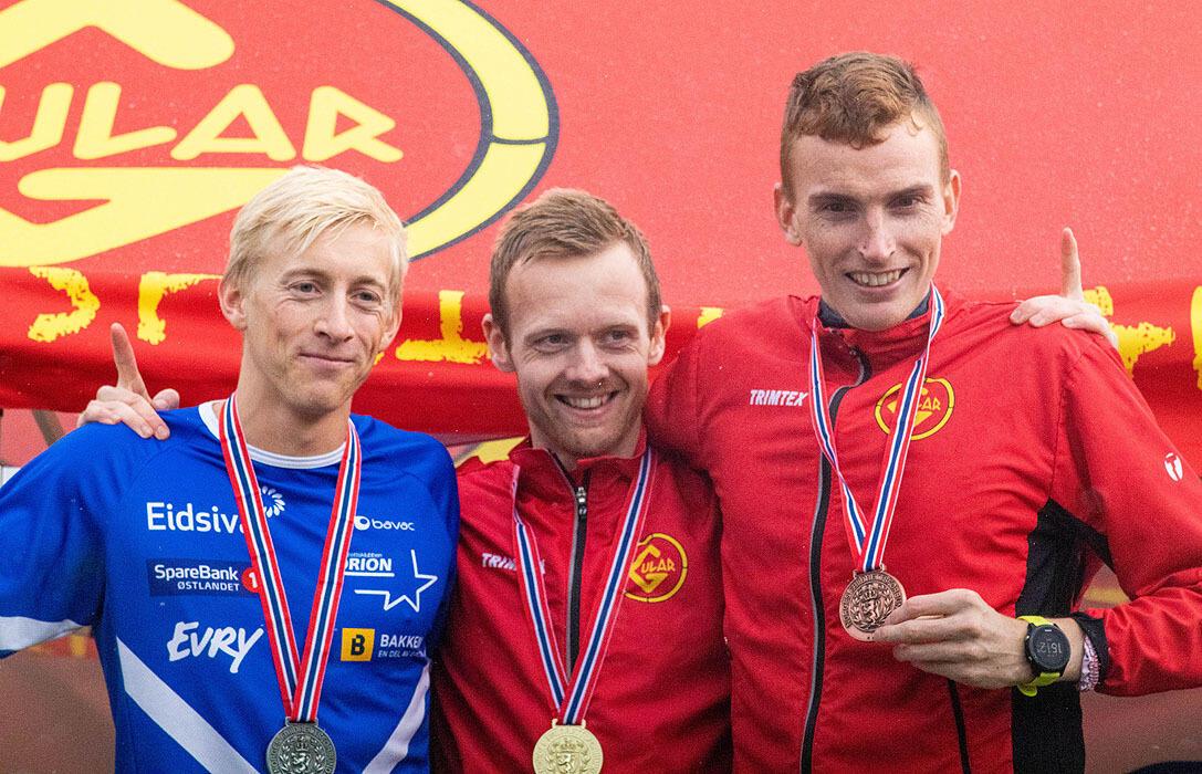 Premiepallen menn senior: Even Brøndbo Dahl, Bjørnar Sandnes Lillefosse og Marius Vedvik.