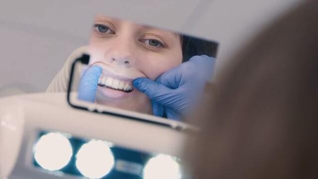 Å bruke speil under tannbehandling
