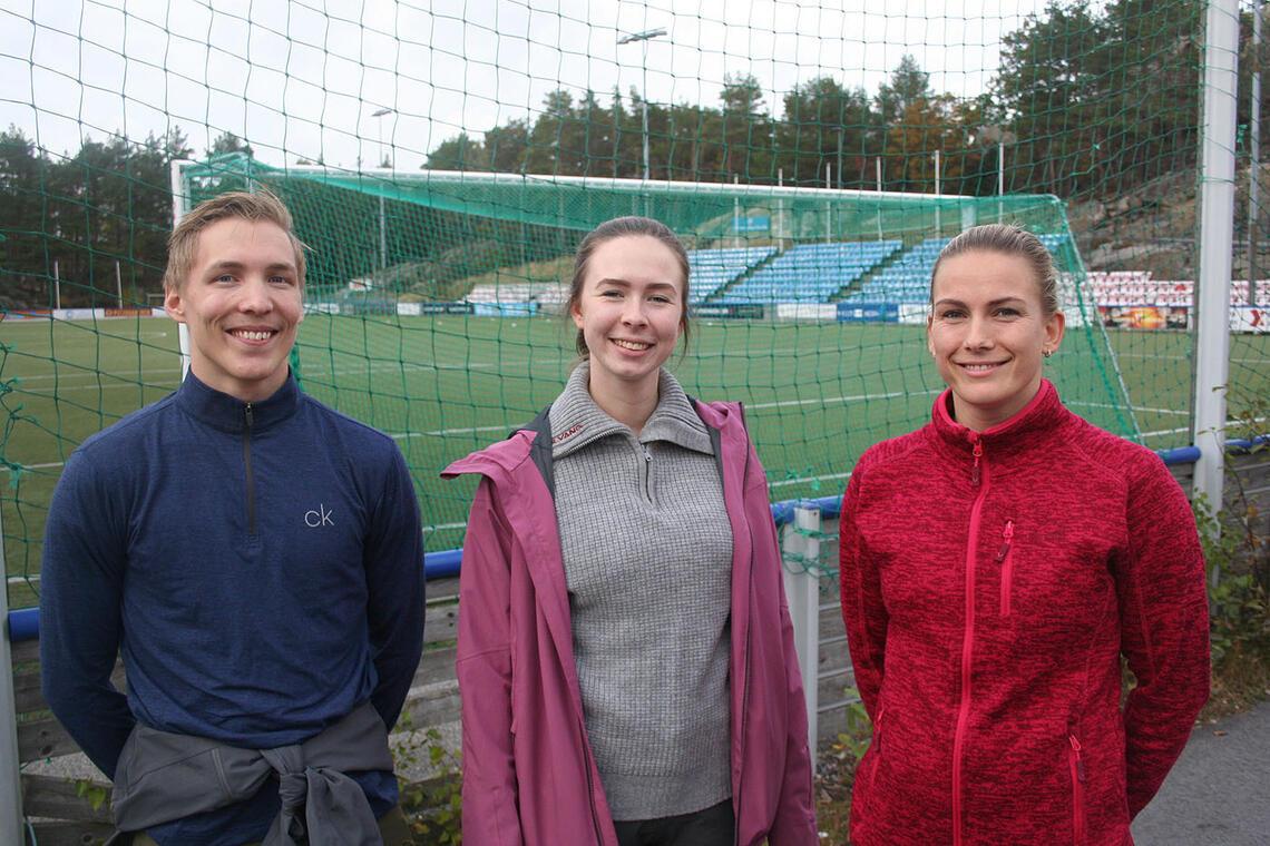 Trio som liker seg godt med karusell på Flekkerøya: Haakon Folserås (24), Ingrid Butveit (24) og Mariell Vegusdal (30)