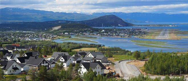 Utsikt til flystripa fra Saga