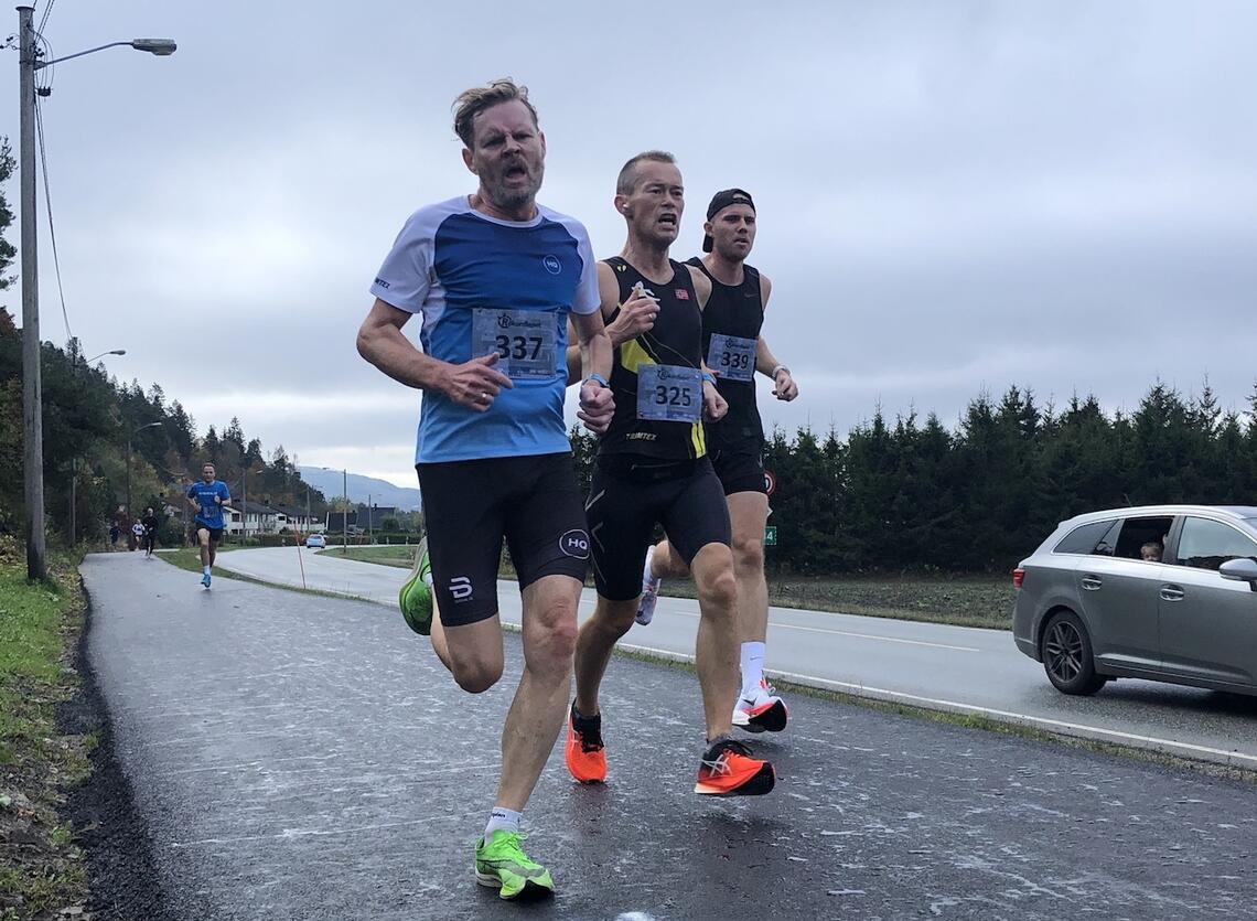 Jan Kristian Bråten Obel (337), Even Nedberg (325) og Dag Kristian Dvergastein (339) var tre av løperne som fikk drømmeforhold i Rekordløpet i Lier. (Foto: André Hjorteseth)