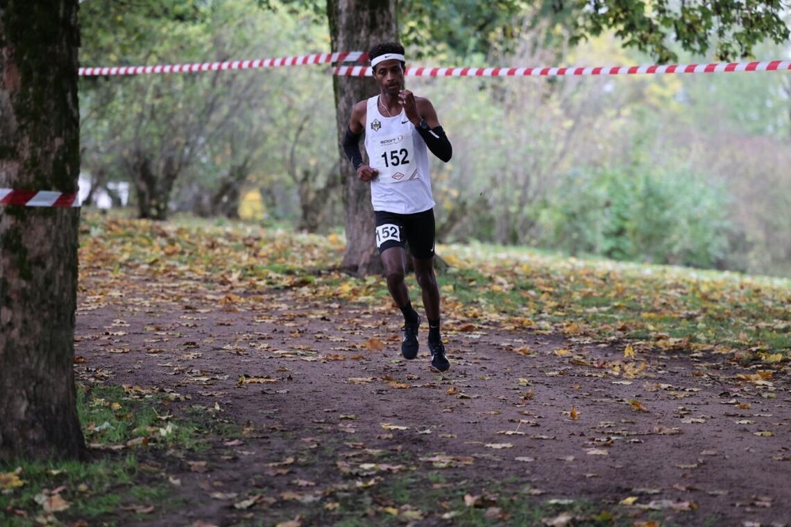 Abdullahi Dahir Rabi fra Runar var den største favoritten i Juniorklassen. Og, han innfridde. (Foto: Samuel Hafsahl)