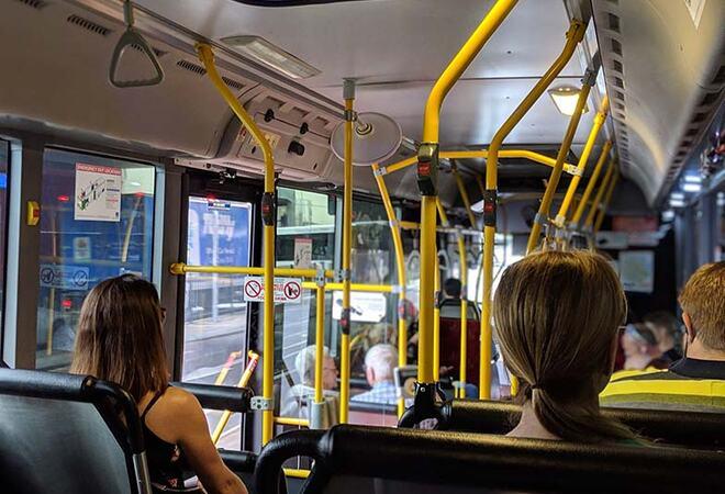 buss med passasjerer